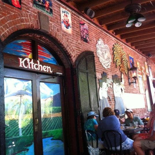 Foto diambil di El Meson de Pepe Restaurant & Bar oleh Jonathan pada 7/5/2012