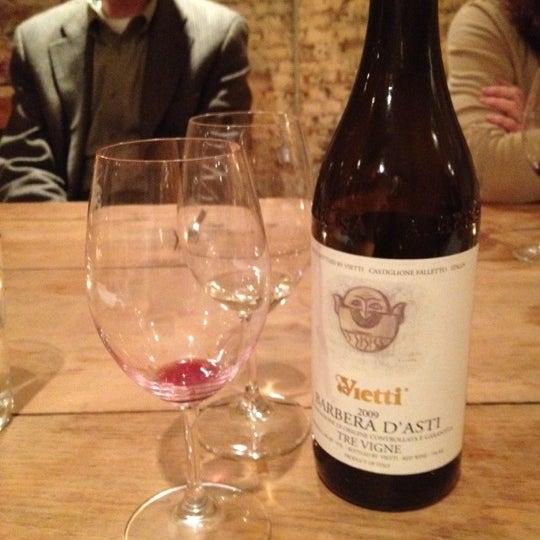 Foto scattata a Cork Wine Bar and Market da Kristin T. il 4/25/2012
