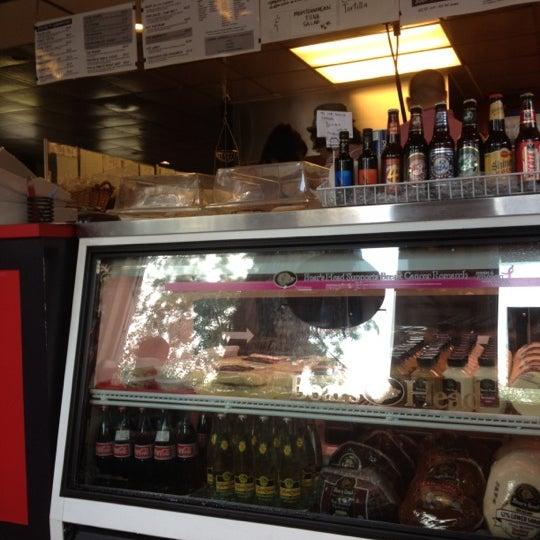 รูปภาพถ่ายที่ Fricano's Deli & Catering โดย Melissa R. เมื่อ 7/27/2012
