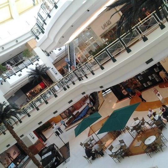 Das Foto wurde bei Shopping Iguatemi von Fabiano T. am 8/17/2012 aufgenommen