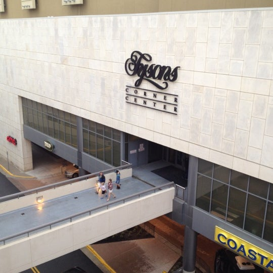 4/28/2012 tarihinde Ada G.ziyaretçi tarafından Tysons Corner Center'de çekilen fotoğraf