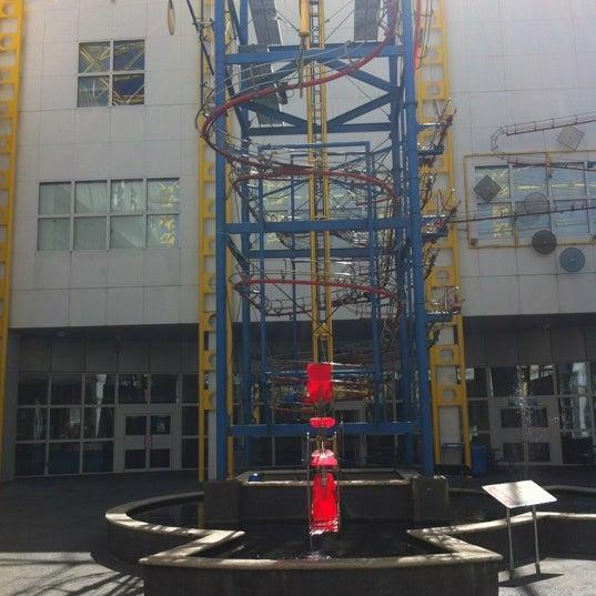 Снимок сделан в Autonation IMAX 3D Theater пользователем Suky B. 4/25/2012
