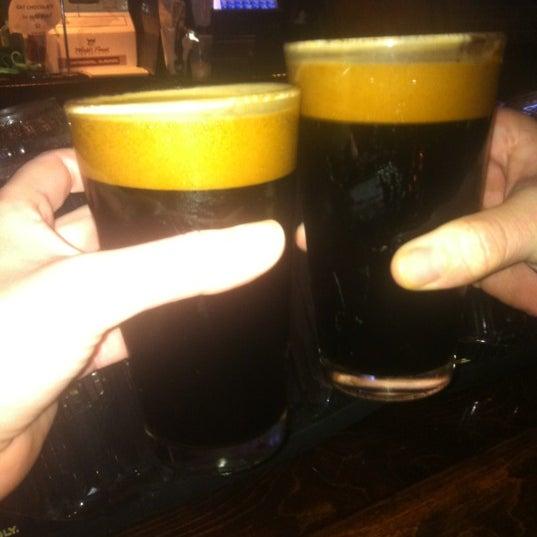 2/12/2012 tarihinde Bfloss N.ziyaretçi tarafından Royal Oak Bar and Grill'de çekilen fotoğraf