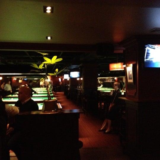 Foto tomada en Society Billiards + Bar por Alden C. el 3/14/2012