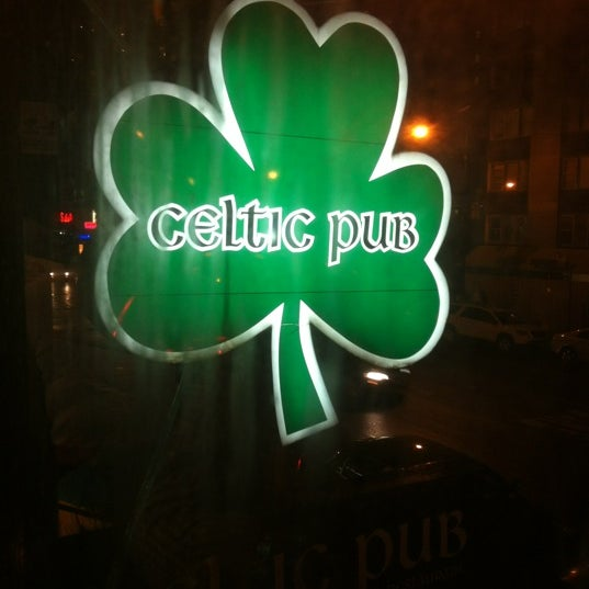 Foto tomada en Playwright Celtic Pub por Danny F. el 4/19/2012