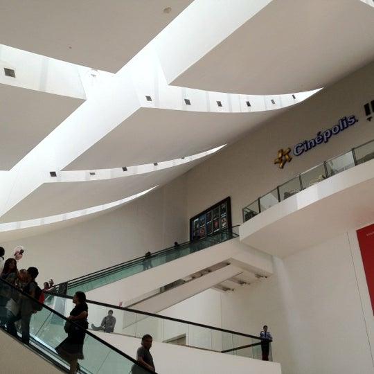 Снимок сделан в Plaza Universidad пользователем Jorge G. 8/1/2012