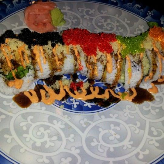Foto scattata a Koi Fine Asian Cuisine & Lounge da Crystal B. il 5/19/2012