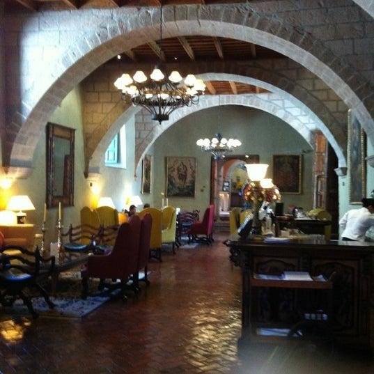 Foto diambil di Belmond Hotel Monasterio oleh Kathy L. pada 4/21/2012