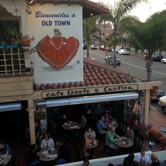 รูปภาพถ่ายที่ Cafe Coyote โดย Lee B. เมื่อ 8/4/2012