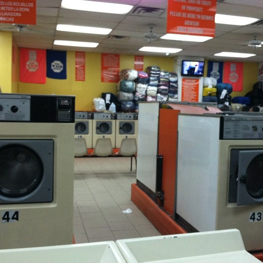 Photo taken at The Wash Depot Laundromat by Jorge Ayauhtli O. on 8/23/2012