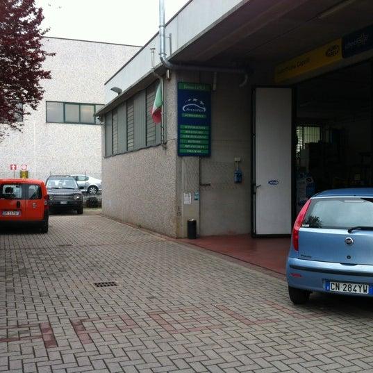 Photo prise au Autofficina Capelli par Diletta 🌟 R. le4/13/2012