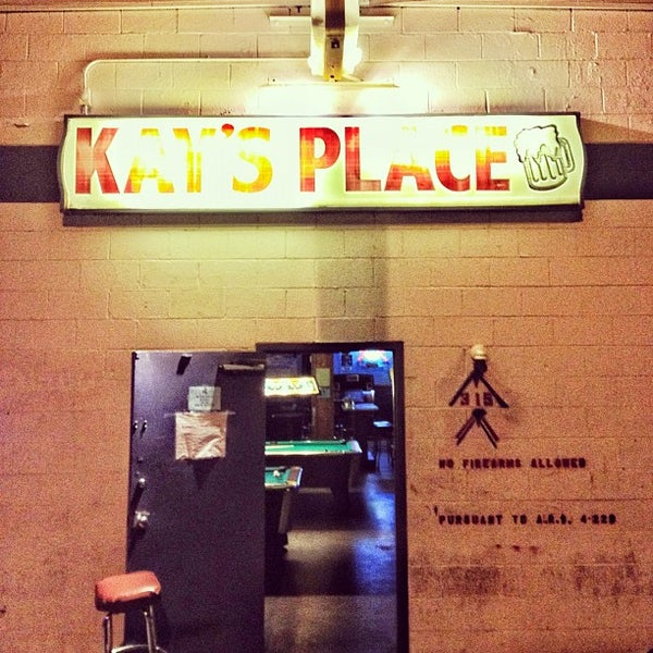 Foto tomada en Kay's Place Bar & Lounge por Tim M. el 4/1/2012