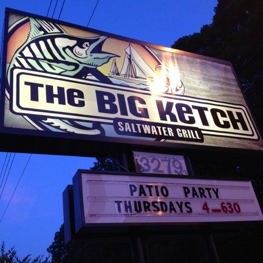 Foto tirada no(a) The Big Ketch Saltwater Grill por Jina B. em 6/21/2012