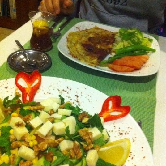 2/13/2012にAnna Y.がLimoon Café & Restaurantで撮った写真