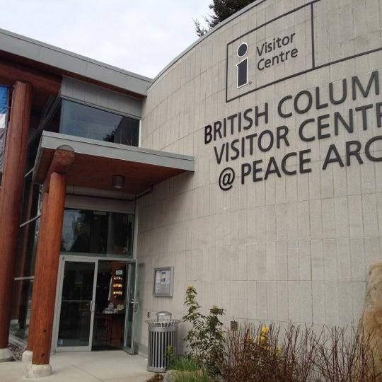 Foto scattata a British Columbia Visitor Centre @ Peace Arch da Ye W. il 4/8/2012