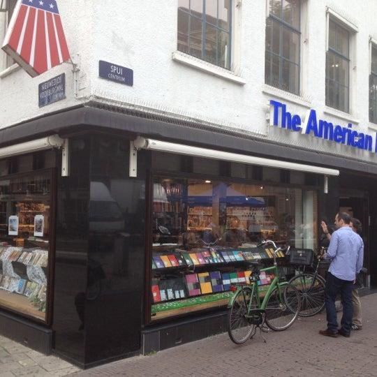 Foto tirada no(a) The American Book Center por Bashayer A. em 8/14/2012