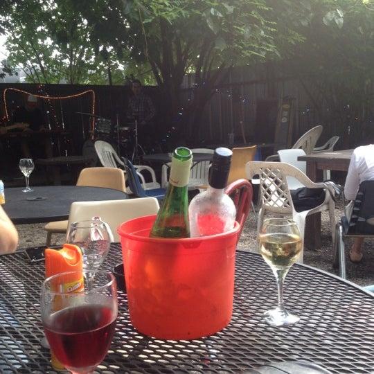 Photo prise au Bacchanal Wine par Kelly le7/28/2012