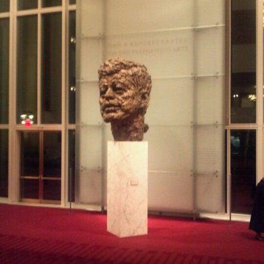 Снимок сделан в The John F. Kennedy Center for the Performing Arts пользователем Sabrina M. 2/25/2012