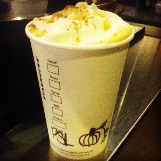 Foto scattata a Starbucks da Erika G. il 9/2/2012