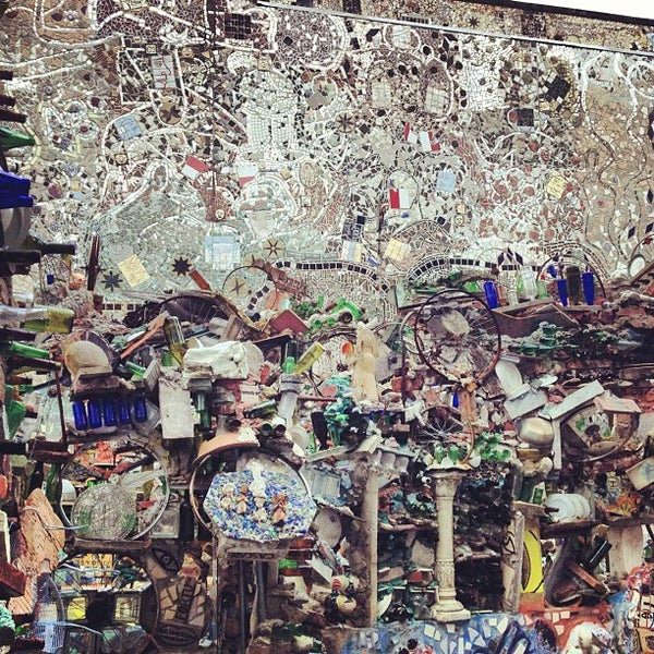 Foto scattata a Philadelphia's Magic Gardens da Jeff K. il 8/2/2012