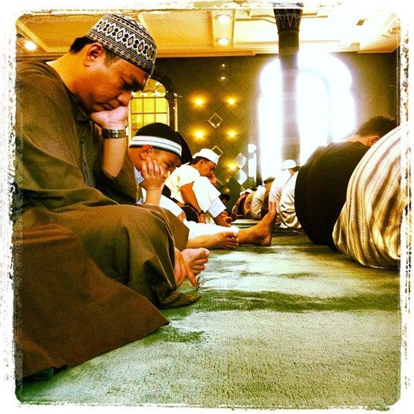 6/15/2012 tarihinde J-Ki J.ziyaretçi tarafından Masjid Al-Ameerah Al-Hajjah Maryam, Kg Jerudong'de çekilen fotoğraf