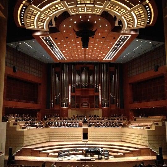 Foto tirada no(a) Morton H. Meyerson Symphony Center por Laura H. em 4/16/2012