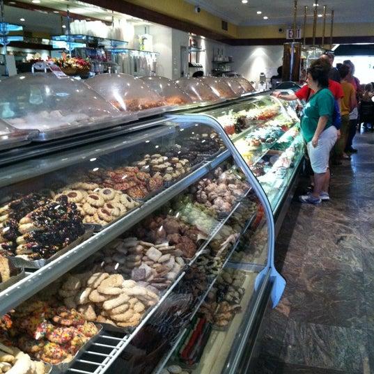 Foto tomada en Pasticceria Rocco por Tamara H. el 5/28/2012