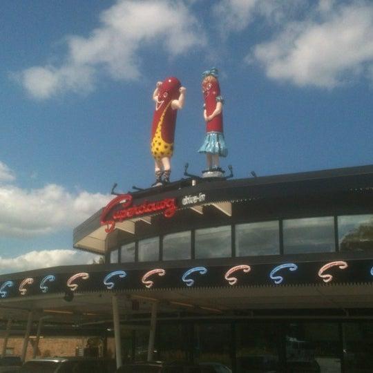 Снимок сделан в Superdawg Drive-In пользователем John C. 8/11/2012
