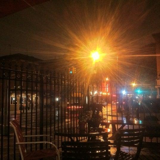 Foto scattata a The Gate da Aaron S. il 7/16/2012