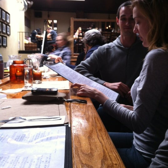 2/18/2012 tarihinde Joseph K.ziyaretçi tarafından Two Door Tavern'de çekilen fotoğraf