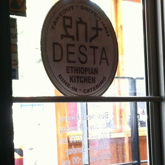 Foto scattata a Desta Ethiopian Kitchen da Monica R. il 6/25/2012