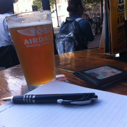 3/27/2012 tarihinde Michael W.ziyaretçi tarafından The Local Eatery and Drinking Hole'de çekilen fotoğraf