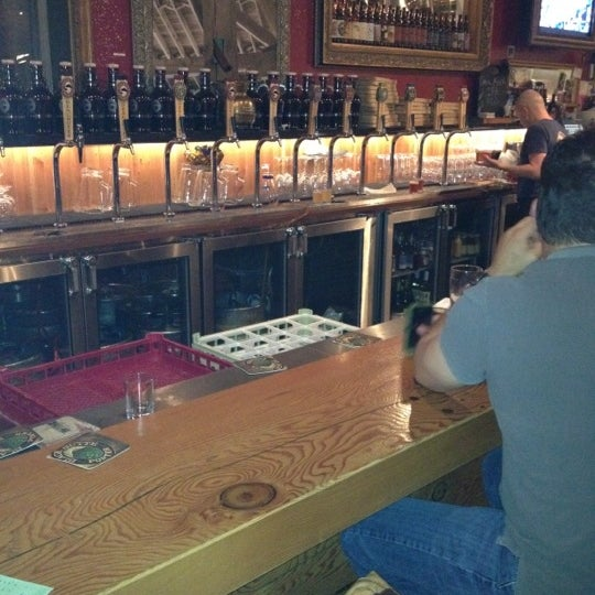 Foto tirada no(a) Deschutes Brewery Portland Public House por Darren H. em 5/10/2012