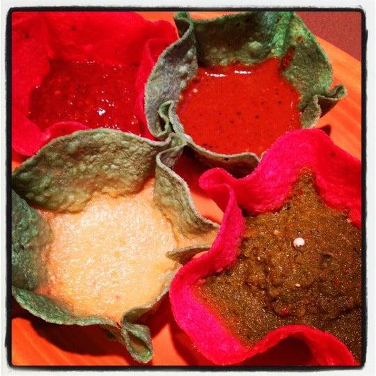 รูปภาพถ่ายที่ Cafe Coyote โดย Mary D. เมื่อ 2/2/2012