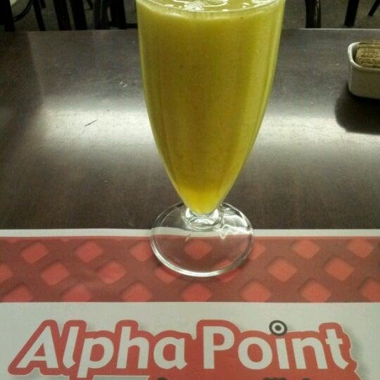 Foto tirada no(a) Alpha Point por Néstor P. em 6/21/2012