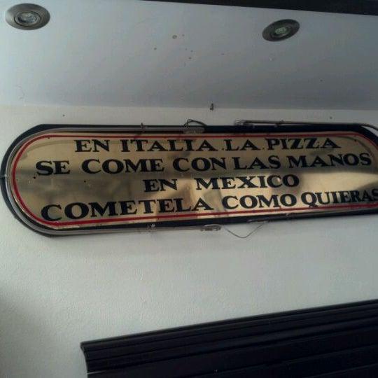 Снимок сделан в Mama's Pizza пользователем Marcos S. 2/25/2012