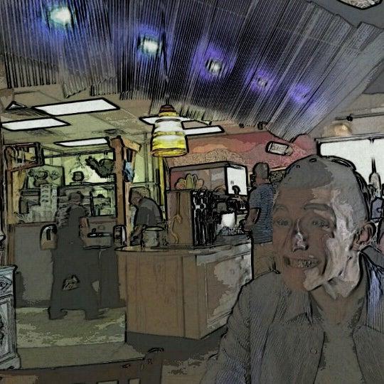 Foto tomada en West Crust Artisan Pizza por David W. el 8/12/2012
