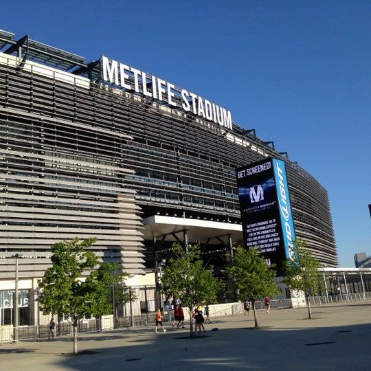 รูปภาพถ่ายที่ MetLife Stadium โดย Harold M. เมื่อ 6/24/2012