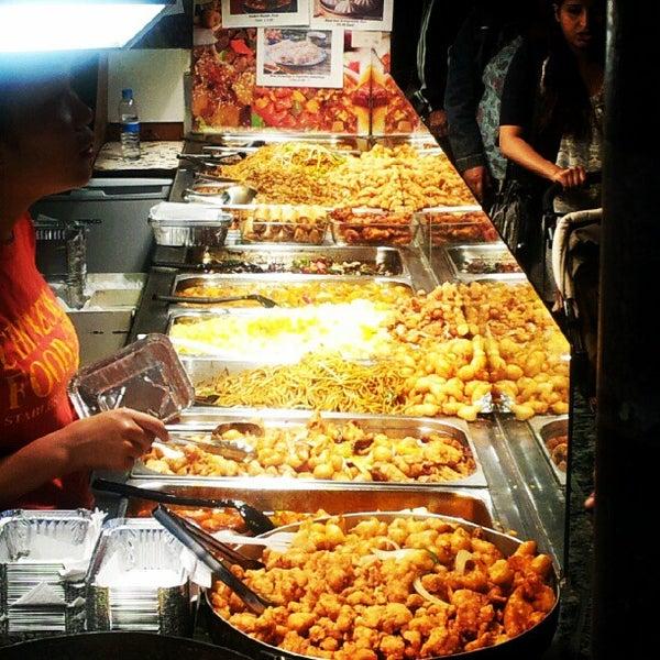 Foto tirada no(a) Camden Stables Market por Andre M. em 8/28/2012
