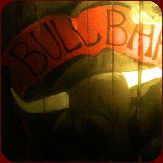 Foto scattata a Bull Bar da İbrahi〽 🐾 Y. il 7/28/2012