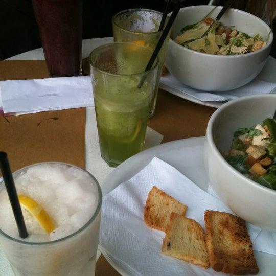 Foto tirada no(a) Mark's Deli & Coffee House por Maybe em 7/20/2012