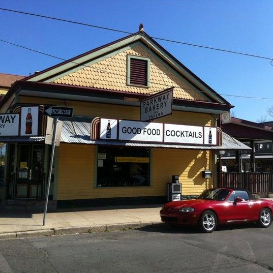 3/15/2012にRob H.がParkway Bakery & Tavernで撮った写真