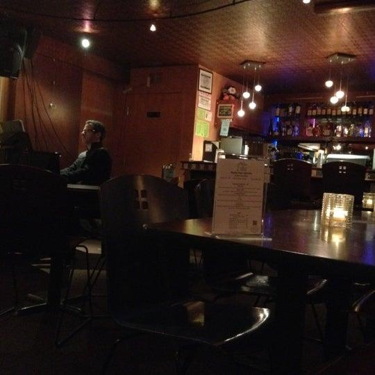 รูปภาพถ่ายที่ Tea Zone & Camellia Lounge โดย Steve G. เมื่อ 2/25/2012