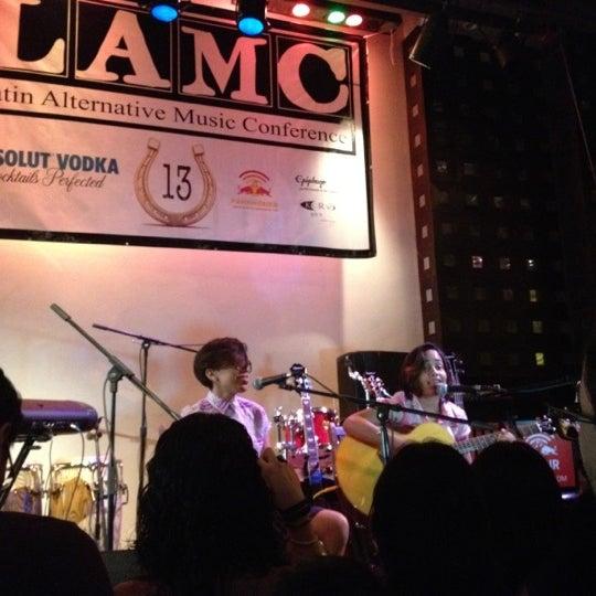 Снимок сделан в S.O.B.'s пользователем Sonia D. P. 7/12/2012