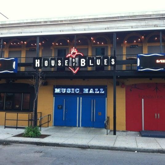 Foto diambil di House of Blues oleh Jon H. pada 9/9/2012