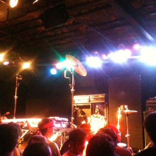 Photo prise au Bottom Lounge par Todd B. le6/15/2012