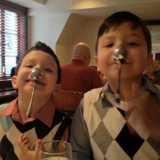 Das Foto wurde bei Beacon Restaurant & Bar von Marie D. am 2/12/2012 aufgenommen