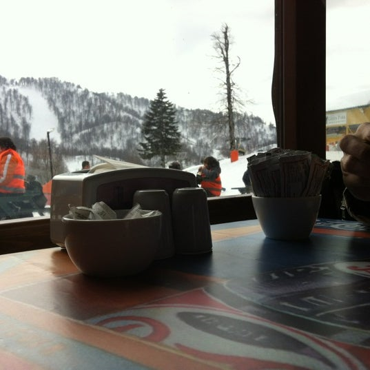 รูปภาพถ่ายที่ The Green Park Kartepe Resort & Spa โดย Yunus K. เมื่อ 2/24/2012