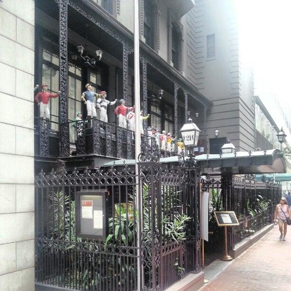 8/8/2012 tarihinde Pavel K.ziyaretçi tarafından 21 Club'de çekilen fotoğraf