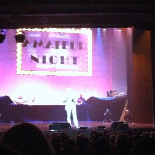7/19/2012 tarihinde Angela W.ziyaretçi tarafından Apollo Theater'de çekilen fotoğraf